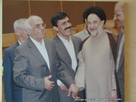 مجله خبری ایشومر behrooz-va-khatami_793 بهروز فروتن بنیانگذار شرکت غذایی بهروز کارآفرینی موفقیت  موسس مواد گوجه فرنگی فروتن غذایی شرکت رب تولید بهروز بنیانگذار آشپزخانه behrooz